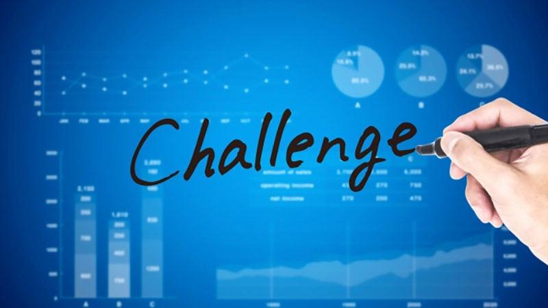 チャレンジと書かれたパソコンの画面