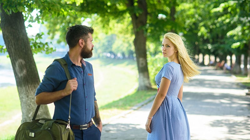 運命の出会いを感じる男性と女性
