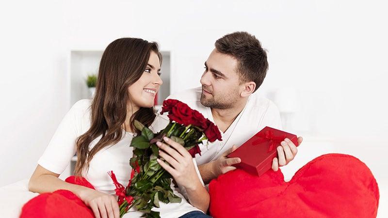 愛を深め合う男女のカップルのイメージ