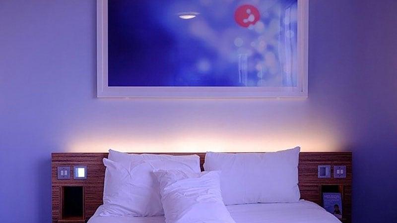 夜のベッド