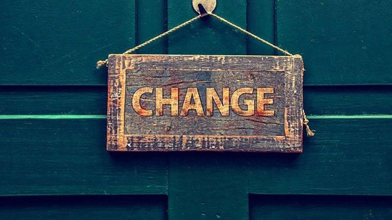 changeと書かれたドア