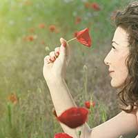 片想いの相手との恋の行方を占う女性