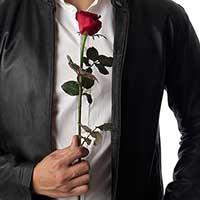 愛の告白を考えている男性