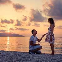 恋人にプロポーズされる女性