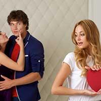 カップルに横恋慕する女性
