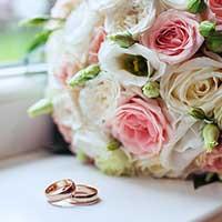 プロポーズの花束と結婚指輪